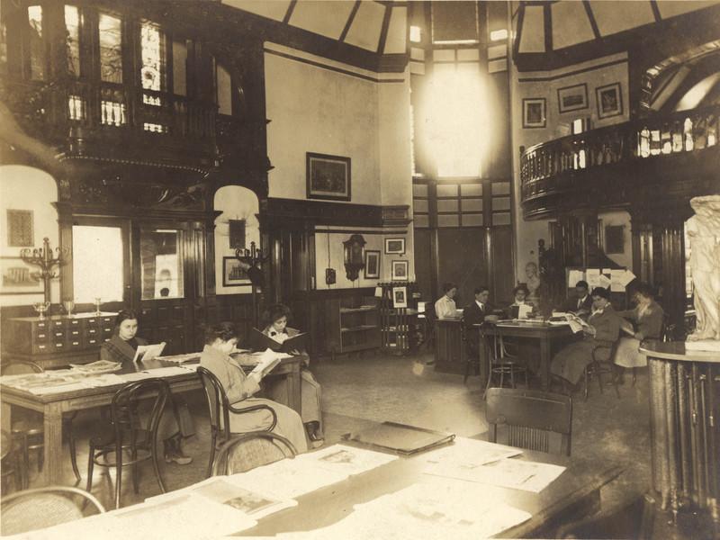 Library interior 1914