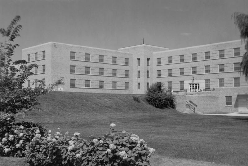 Lyle Hall 1952.jpg