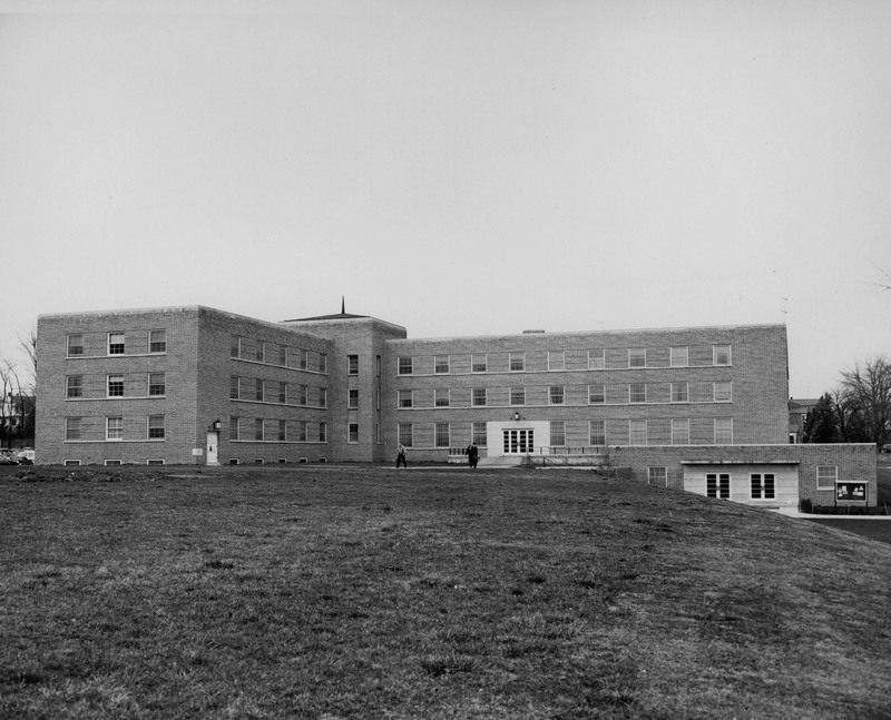Lyle Hall 1954.jpg